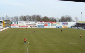 Sponsorenwand in der Solartechnics-Arena in Lotte