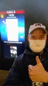 Christian Gertz mit Maske vor einem Kinosaal des Cineplexes in Kassel - 2020.
