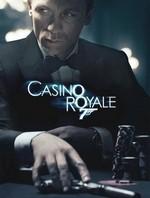 Szene aus dem Film Casino Royal mit Daniel Craig am Schreibtisch.