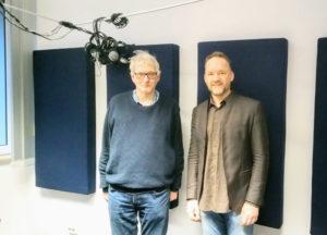 Zwei Personen im Radiostudio, Martni Scharfenberger und Christian Gertz